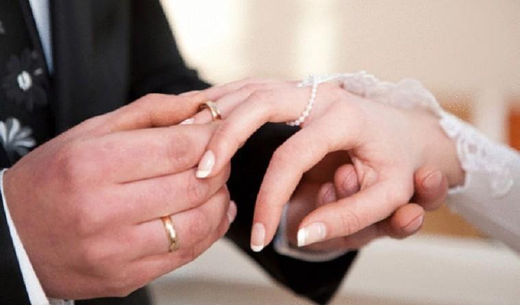 """دراسة تكشف الفارق """"المثالي"""" بين الزوجين"""