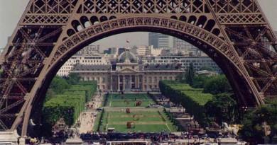 وزير السياحة الفرنسي: تراجع عدد الليالي السياحية 10% في يوليو