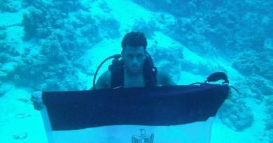 شاب مصرى يأكل ويشرب وينام ويصلى تحت الماء لمدة 100 ساعة