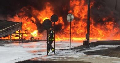 بالصور: إصابة محول للكهرباء في السعودية والسبب