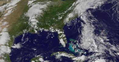 الأرصاد تحذر من عواصف استوائية تهدد نورث كارولاينا وفلوريدا