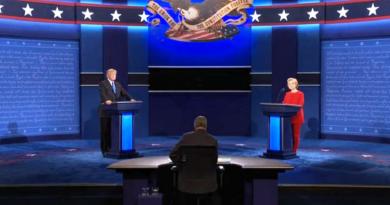 """في أول مناظرة.. تراشق كلامي وتبادل اتهامات بين """"ترامب"""" و""""هيلاري كلينتون"""""""