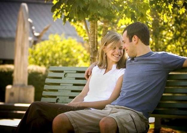 خروج الزوجين بمفردهما مرة شهريًا يقلل فرص الانفصال بنسبة 14%