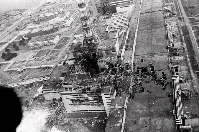 الشكل (2): محطة تشيرنوبل بعد الانفجار