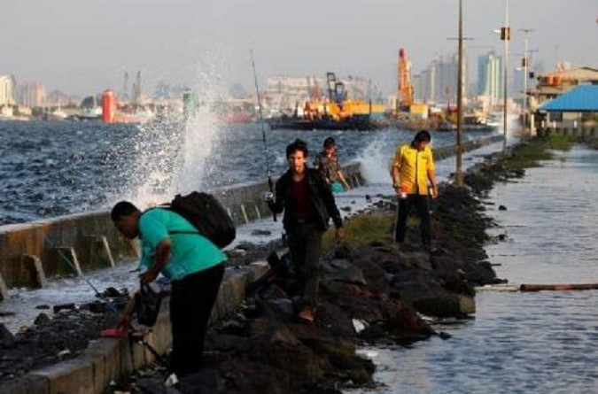 """إندونيسيا تستأنف بناء """"الحائط البحري العملاق"""" لحماية جاكرتا من الغرق"""