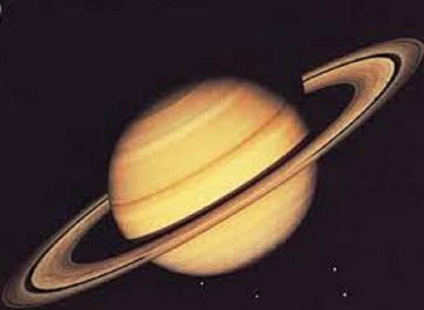 """""""ناسا"""" تلتقط صورًا مضيئة لأصغر أقمار """"زحل"""""""