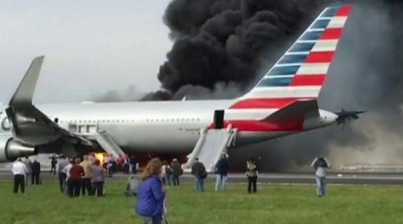 """بالفيديو ... اشتعال طائرة ركاب في شيكاغو يحدث إصابات """"طفيفة"""""""
