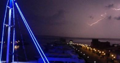 عواصف رعدية وامطار غزيرة تضرب محافظة البحر الاحمر