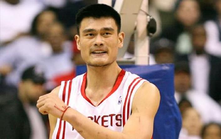 لاعب كرة السلة السابق ياو مينج