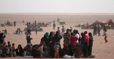الدواعش يحتجزون عشرات آلاف المدنيين كدروع بشرية في الموصل