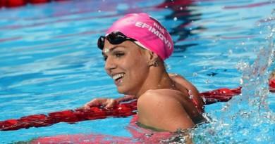 يفيموفا تهدي روسيا ميدالية فضية في كأس العالم للسباحة بطوكيو