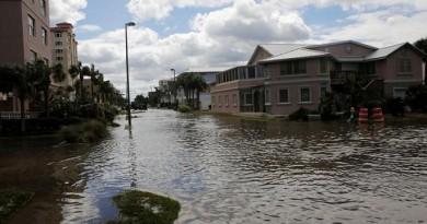 الإعصار ماثيو يضرب نورث كارولاينا وفرجينيا