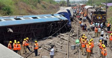 عشرات القتلى والجرحى جراء خروج قطار عن القضبان بالهند