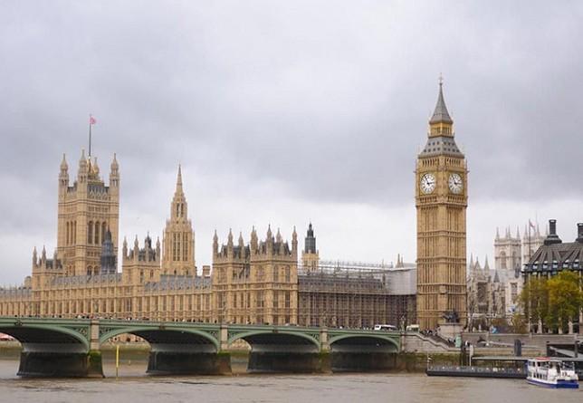 بريطانيا تسعى للحد من التلوث عن طريق محطات كهرباء صغيرة الحجم