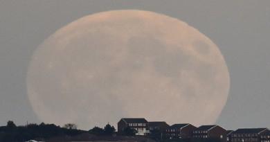 """نوفمبر يشهد ظهور """"القمر العملاق"""" الأكبر منذ 70 عامًا"""