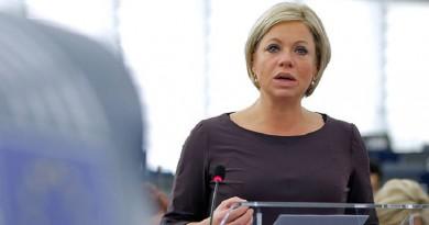 وزيرة الدفاع الهولندية جانين هينيس بلاسخيرت،