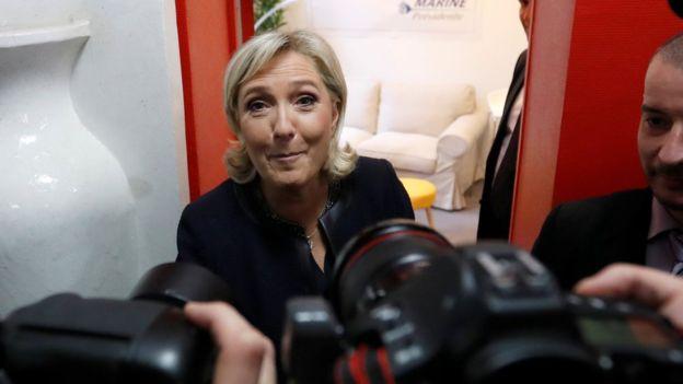 مارين لوبان تسعى لاستثمار أخطاء فرانسوا هولاند