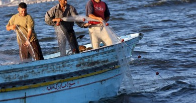 سفير مصر بتونس: ترحيل 13 صيادًا مصريًا من مركب محتجز بصفاقس للقاهرة