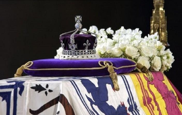 """6 خرافات عن """"ألماسة"""" تزين تاج ملكة بريطانيا.. هل تعرفها؟"""