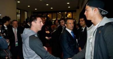 """رونالدو الفائز بجائزة الفيفا لأفضل لاعب في العالم بحسب """" موندو ديبورتيفو """""""