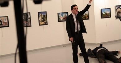 وسائل إعلام تركية: قاتل السفير الروسي ضابط شرطة تركي