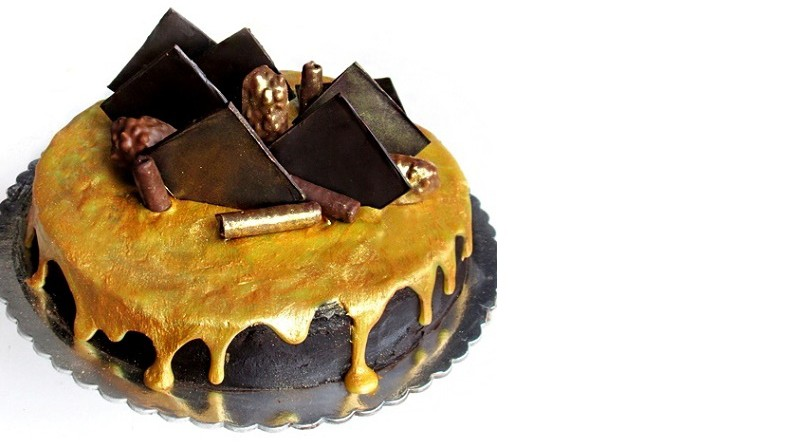 THE ULTIMATE CHOCOLATE FUDGE CAKE