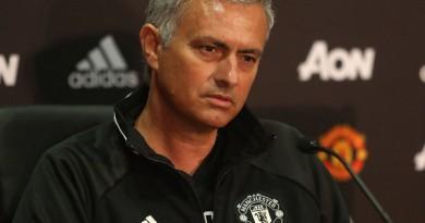 مورينيو يكشف تضحيته من أجل تدريب مانشستر يونايتد