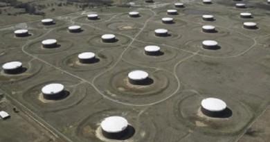 تحليل-مخزونات النفط تشير إلى ضرورة استمرار تخفيضات أوبك