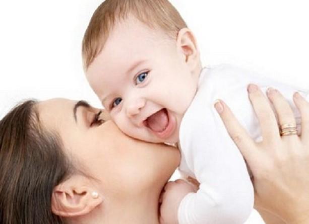 """هدية للمرأة في يومها...إجازة أمومة """"مدفوعة"""" تصل لـ6 أشهر"""