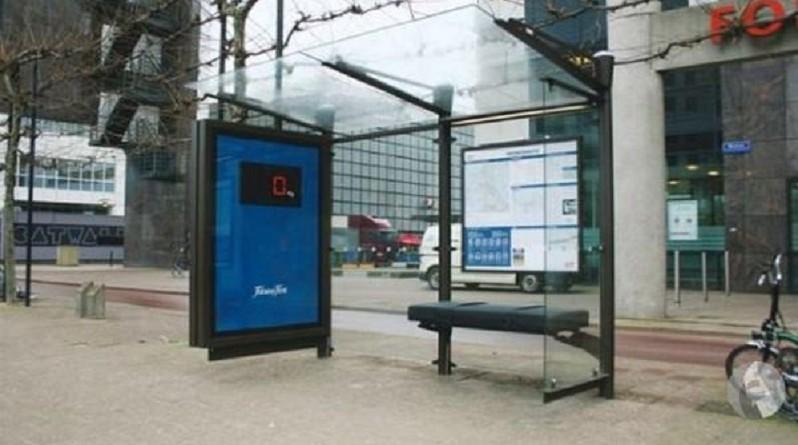 هولندا تعلن إزالة مقاعد من محطات انتظار الحافلات