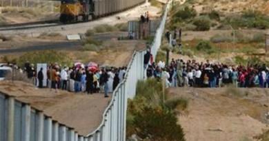 المهاجرون المكسيكيون: سنعبر جدار ترامب وإن لم يكن من فوقه فمن تحته