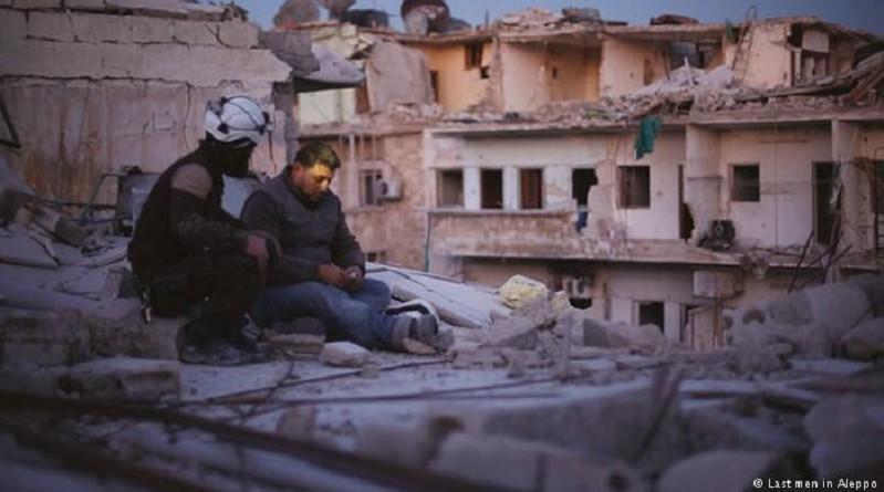 """""""آخر الرجال في حلب"""".. بقايا الإنسانية في بلد ينزف"""