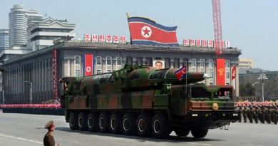 كوريا الشمالية تكشف النقاب عن طراز جديد لصاروخ بالستي عابر للقارات في العرض العسكري