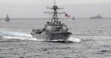 مدمرة أمريكية تطلق النار باتجاه زورق عسكري إيراني في الخليج