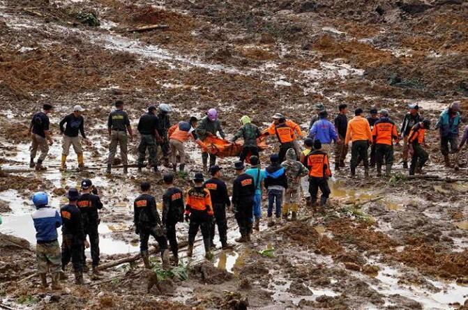 مقتل أكثر من 20 شخصا في انزلاق أرضي في إندونيسيا