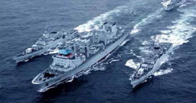 خطر الأزمة الكورية يتصاعد.. سفن روسية وصينية ترافق مدمرة أمريكية