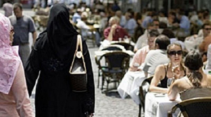المسيحية تتراجع في بريطانيا والإسلام سيصبح الديانة الأولى في العالم