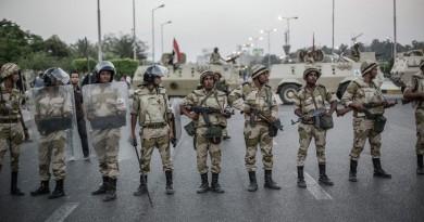 استشهاد 3 ضباط وجندي مصري في انفجار عبوة ناسفة بالواحات