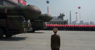"""بيونج يانج تطلق قذيفة مجهولة...وسيؤل تدعو """"الأمن القومي"""" للاجتماع"""