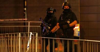 الشرطة البريطانية فى مكان الحادث