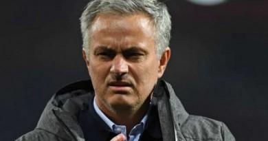 إصابة لاعب مانشستر يونايتد تتسبب في قلق مورينيو