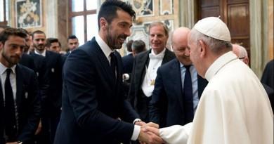 بابا الفاتيكان يوجه نصيحة للاعبي الكرة: كونوا قدوة للمشجعين