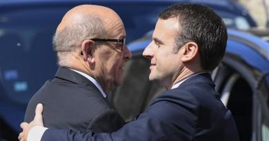 تشكيل الحكومة الفرنسية الجديدة ... لودريان من الدفاع للخارجية