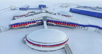 """قائد خفر السواحل الأمريكية: روسيا حشرتنا بوضعية """"كش ملك"""" في القطب الشمالي!"""