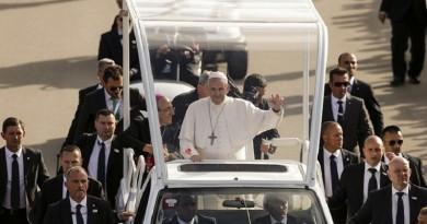 """البابا فرنسيس يدعو إلى """"إسقاط كل الجدران"""""""