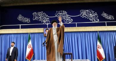 خامنئي ينتقد المتنافسين في الانتخابات الإيرانية