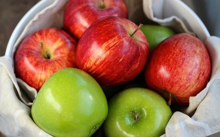 ما السرّ وراء أن يكون التفاح فاكهة جميع الفصول؟