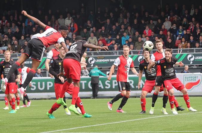 سقوط فينورد يؤجل حسم الدوري الهولندي للجولة الأخيرة