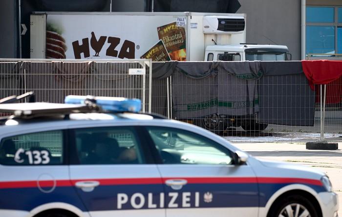الادعاء: لم يكن بوسع السلطات المجرية منع وفاة 71 مهاجرا اختناقا