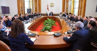 السيسى يجتمع برئاسة مجلس الوزراء لبحث الوضع الداخلى